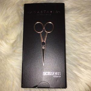 Brand new Anastasia Beverly Hills scissors